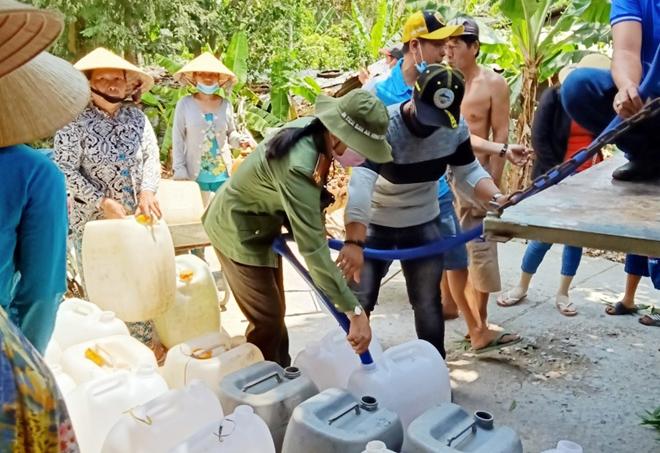 Công an Bến Tre tiếp tục hỗ trợ nước ngọt cho người dân - Ảnh minh hoạ 3