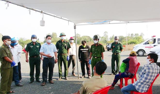 Công an tỉnh An Giang hỗ trợ Công an xã phòng, chống dịch COVID-19 - Ảnh minh hoạ 2