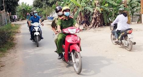 Công an tỉnh An Giang hỗ trợ Công an xã phòng, chống dịch COVID-19
