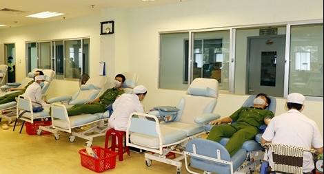 Công an TP Cần Thơ hiến máu tình nguyện