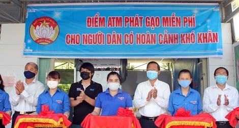 """Nhiều cây """"ATM gạo"""" miễn phí xuất hiện ủng hộ người nghèo"""