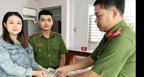 Trung sĩ Công an nhặt được gần 10 triệu đồng tìm trả người đánh rơi