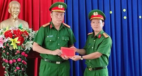 """Khen thưởng Đội CSHS CATP Long Xuyên truy bắt nhóm đối tượng """"săn đêm"""""""