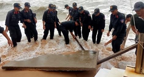 Công an giúp dân khắc phục hậu quả sau bão số 2