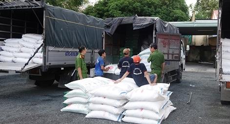 Bắt 4 xe tải vận chuyển 39 tấn đường cát nhập lậu trên tuyến Quốc lộ 91