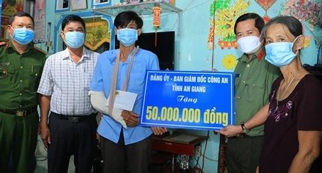 Hỗ trợ xây nhà cho thành viên chốt phòng, chống dịch bị thương khi làm nhiệm vụ