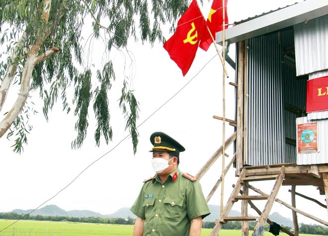 Nhận quyết định thăng quân hàm và kết nạp Đảng tại chốt phòng, chống dịch - Ảnh minh hoạ 6