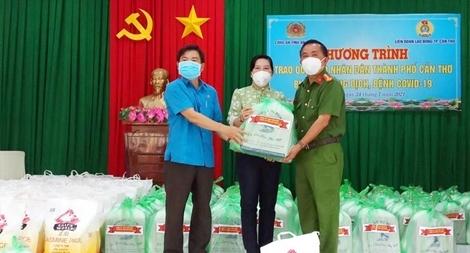 Công an tỉnh An Giang hỗ trợ 1.000 phần quà cho các khu cách ly