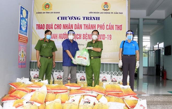 Công an tỉnh An Giang hỗ trợ 1.000 phần quà cho các khu cách ly - Ảnh minh hoạ 2