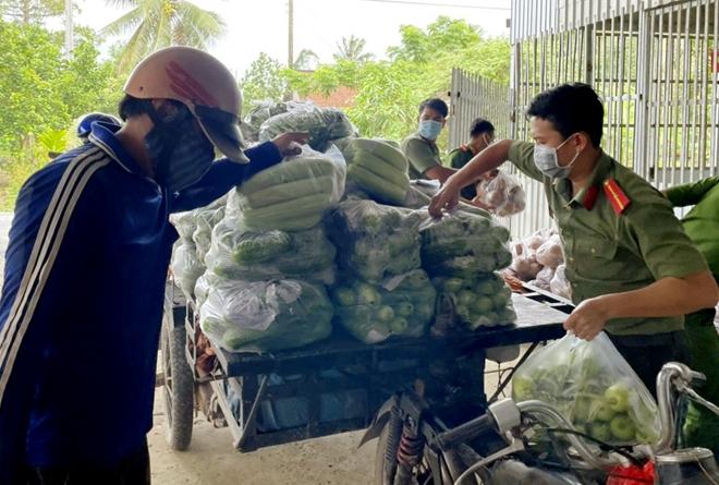 Công an An Giang gửi tặng TP Hồ Chí Minh 30 tấn nông sản - Ảnh minh hoạ 8