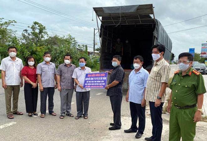 Công an An Giang gửi tặng TP Hồ Chí Minh 30 tấn nông sản