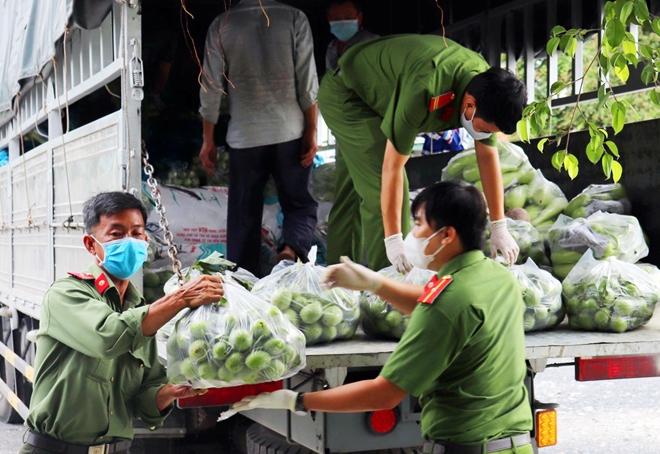 Công an An Giang gửi tặng TP Hồ Chí Minh 30 tấn nông sản - Ảnh minh hoạ 6