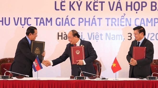 Thủ tướng ba nướcthông qua Tuyên bố chung về hợp tác Khu vực Tam giác phát triển CLV.