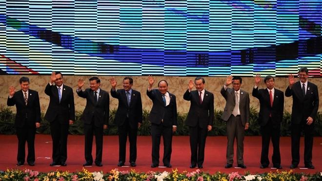 Lãnh đạo 6 nước thành viên GMS và Chủ tịch ADB, Giám đốc điều hành WB và Tổng thư ký ASEAN chụp ảnh chung tại Hội nghị GMS-6.