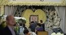 """Hoa trắng rợp trời tại tang lễ """"võ lâm minh chủ"""" Kim Dung"""
