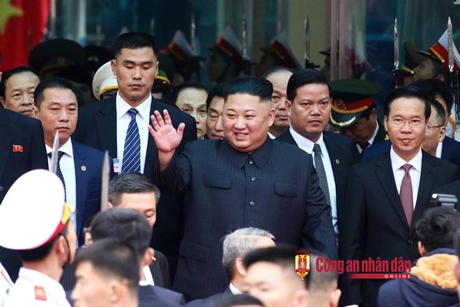 Sáng ngày 26-2, Chủ tịch Triều Tiên Kim Jong-un đặt chân đến ga Đồng Đăng (Lạng Sơn), bắt đầu chuyến công du tới Việt Nam để tham dự Hội nghị thượng đỉnh lần 2 với Tổng thống Mỹ Donald Trump tại Hà Nội.
