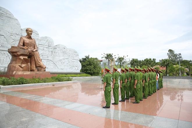 Trung đoàn CSBV mục tiêu về nguồn tại Khu lưu niệm Sáu điều Bác Hồ dạy CAND