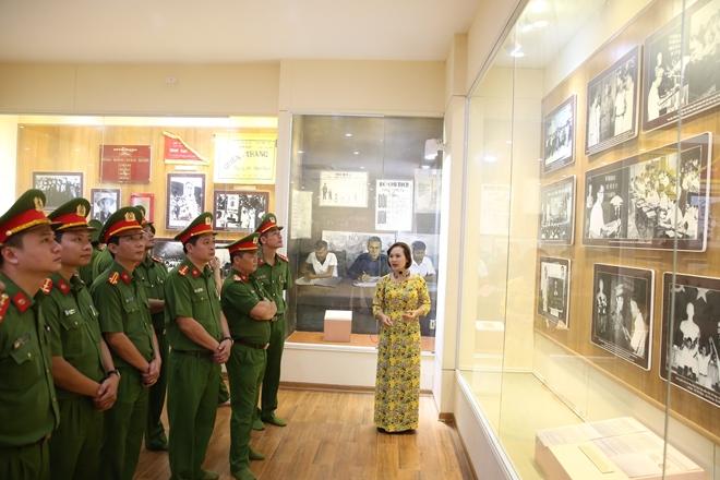 Trung đoàn CSBV mục tiêu về nguồn tại Khu lưu niệm Sáu điều Bác Hồ dạy CAND - Ảnh minh hoạ 3