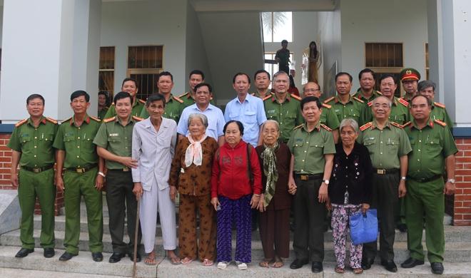 Lãnh đạo Bộ Công an tri ân gia đình chính sách - Ảnh minh hoạ 6