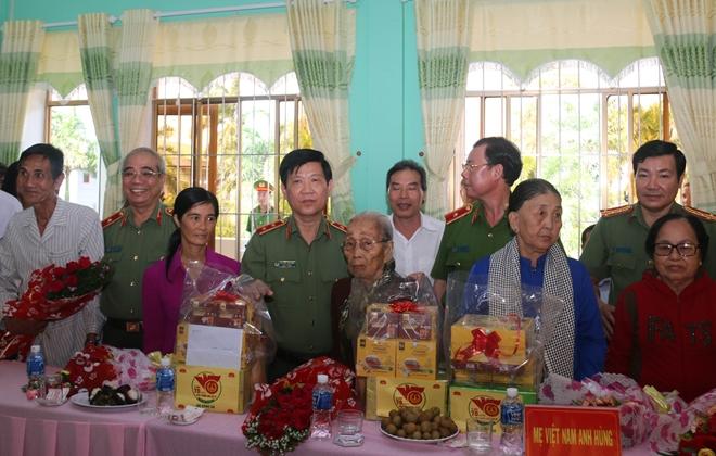 Lãnh đạo Bộ Công an tri ân gia đình chính sách - Ảnh minh hoạ 4