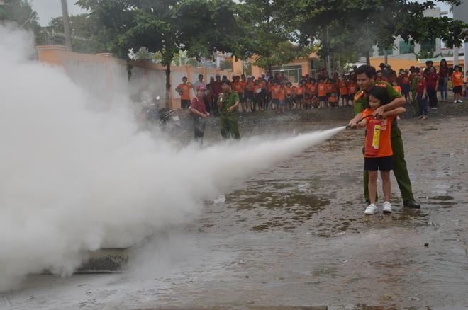 Học viên nhí hào hứng với lớp tập huấn PCCC