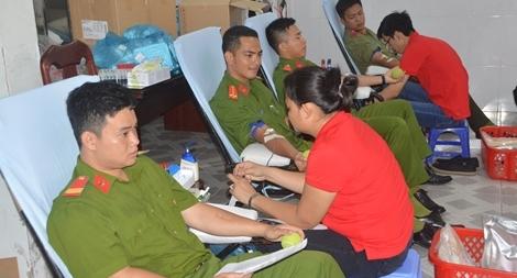 Tuổi trẻ Công an Sóc Trăng tổ chức hiến máu tình nguyện