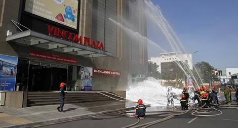 Diễn tập phương án chữa cháy tại Trung tâm thương mại ở Cần Thơ