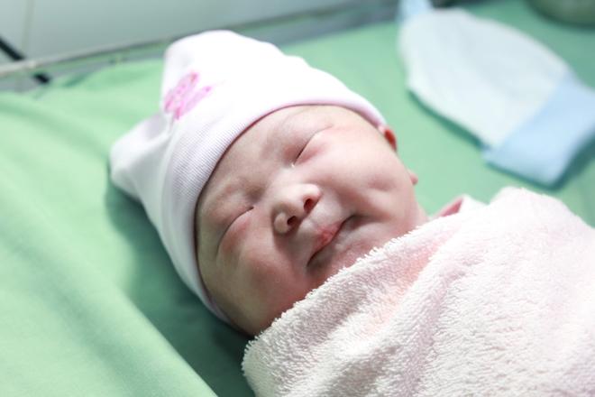 Một em bé chào đời trong giây phút đầu tiên của năm mới 2019, tại BVPS cần Thơ.