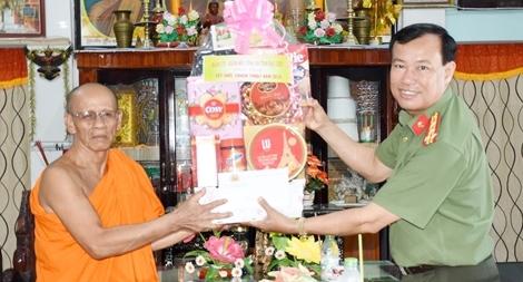 Công an tỉnh Bạc Liêu chúc Tết Chol Chnam Thmay của đồng bào Khmer