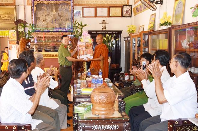 Công an tỉnh Bạc Liêu chúc Tết Chol Chnam Thmay của đồng bào Khmer - Ảnh minh hoạ 3
