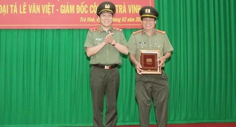 Công bố các quyết định về công tác cán bộ Công an tỉnh Trà Vinh