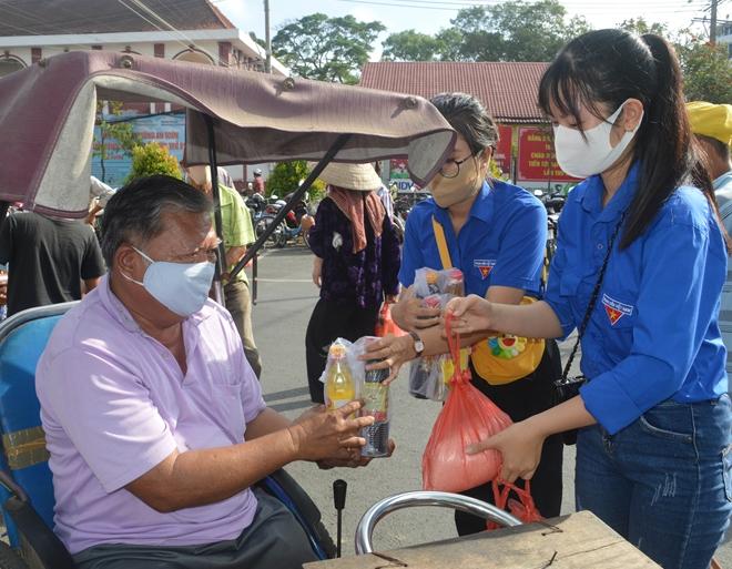 Cây ATM gạo đầu tiên hỗ trợ người nghèo ở Sóc Trăng - Ảnh minh hoạ 4