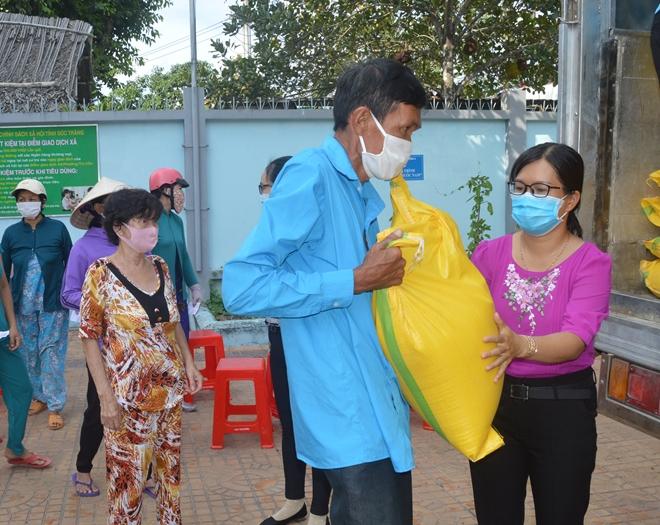 Một nhà hảo tâm hỗ trợ 60 tấn gạo cho người nghèo Sóc Trăng - Ảnh minh hoạ 2