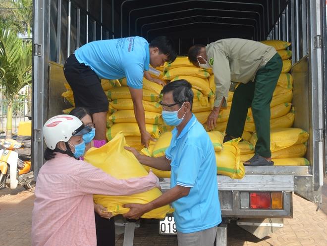 Một nhà hảo tâm hỗ trợ 60 tấn gạo cho người nghèo Sóc Trăng - Ảnh minh hoạ 4