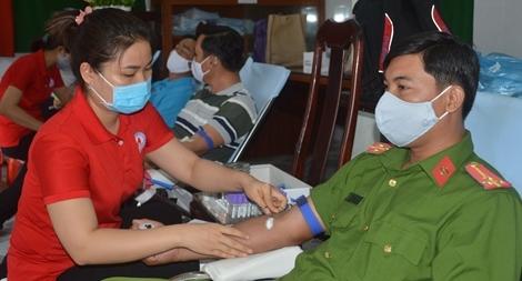 Công an tỉnh Sóc Trăng tiếp tục hiến máu tình nguyện