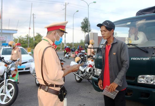 Công an các tỉnh ra quân tổng kiểm soát phương tiện đường bộ - Ảnh minh hoạ 19