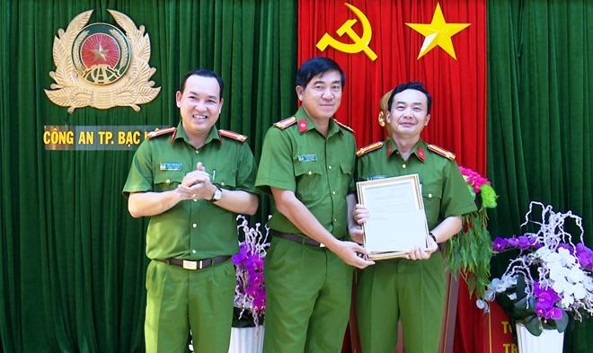 Khen thưởng các đơn vị thực hiện cao điểm tấn công tội phạm