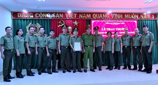 Khen thưởng các đơn vị thực hiện cao điểm tấn công tội phạm - Ảnh minh hoạ 6