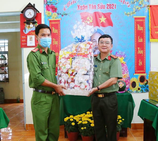 Thứ trưởng Lê Tấn Tới thăm, chúc Tết Công an xã ở Hậu Giang và Sóc Trăng - Ảnh minh hoạ 5