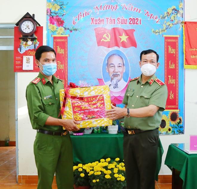 Thứ trưởng Lê Tấn Tới thăm, chúc Tết Công an xã ở Hậu Giang và Sóc Trăng - Ảnh minh hoạ 4
