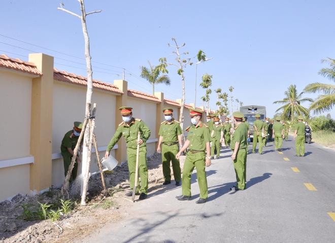 Trại giam Cái Tàu ra quân trồng trên 10.000 cây xanh - Ảnh minh hoạ 3