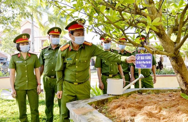 Trại giam Cái Tàu ra quân trồng trên 10.000 cây xanh