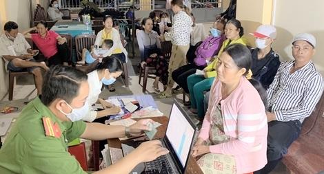 Xuyên đêm cấp căn cước công dân ở thị xã ven biển Vĩnh Châu