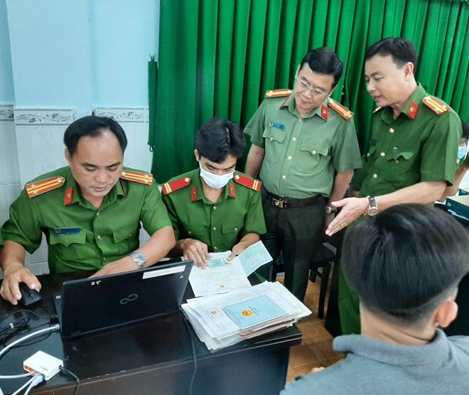 Giám đốc Công an tỉnh Sóc Trăng kiểm tra công tác cấp CCCD lưu động - Ảnh minh hoạ 2