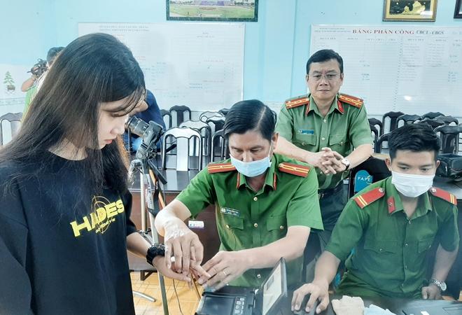 Giám đốc Công an tỉnh Sóc Trăng kiểm tra công tác cấp CCCD lưu động - Ảnh minh hoạ 3