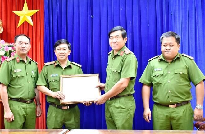 Khen thưởng Phòng CSHS Công an tỉnh Bạc Liêu