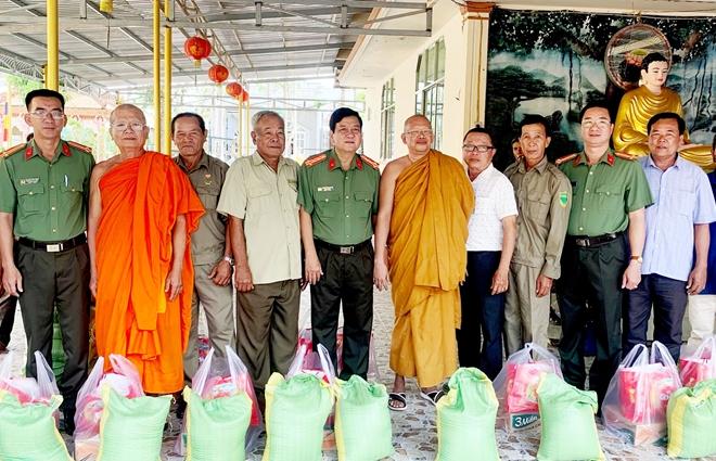 Công an hai tỉnh Sóc Trăng, Bạc Liêu chúc Tết Chôl Chnăm Thmây - Ảnh minh hoạ 5