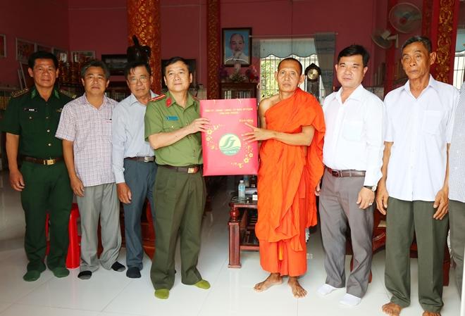 Công an hai tỉnh Sóc Trăng, Bạc Liêu chúc Tết Chôl Chnăm Thmây - Ảnh minh hoạ 2