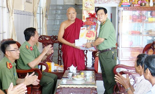 Công an hai tỉnh Sóc Trăng, Bạc Liêu chúc Tết Chôl Chnăm Thmây - Ảnh minh hoạ 4
