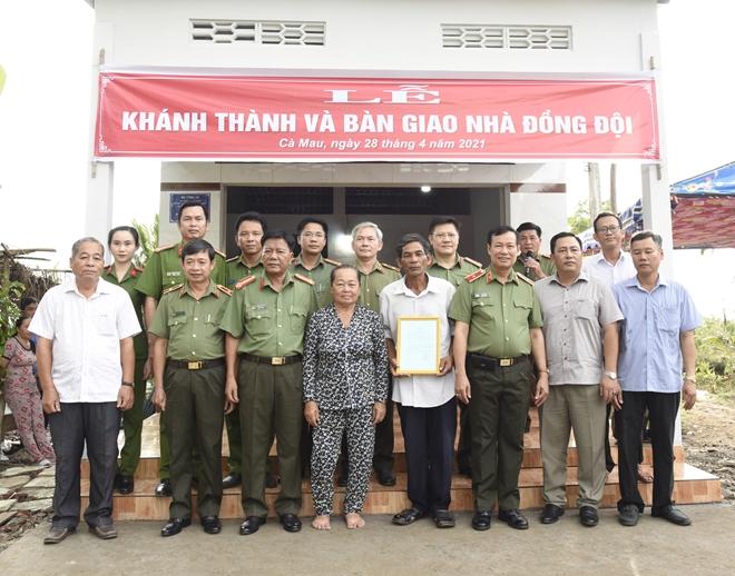 Thứ trưởng Lê Tấn Tới trao nhà đồng đội tại Cà Mau - Ảnh minh hoạ 3